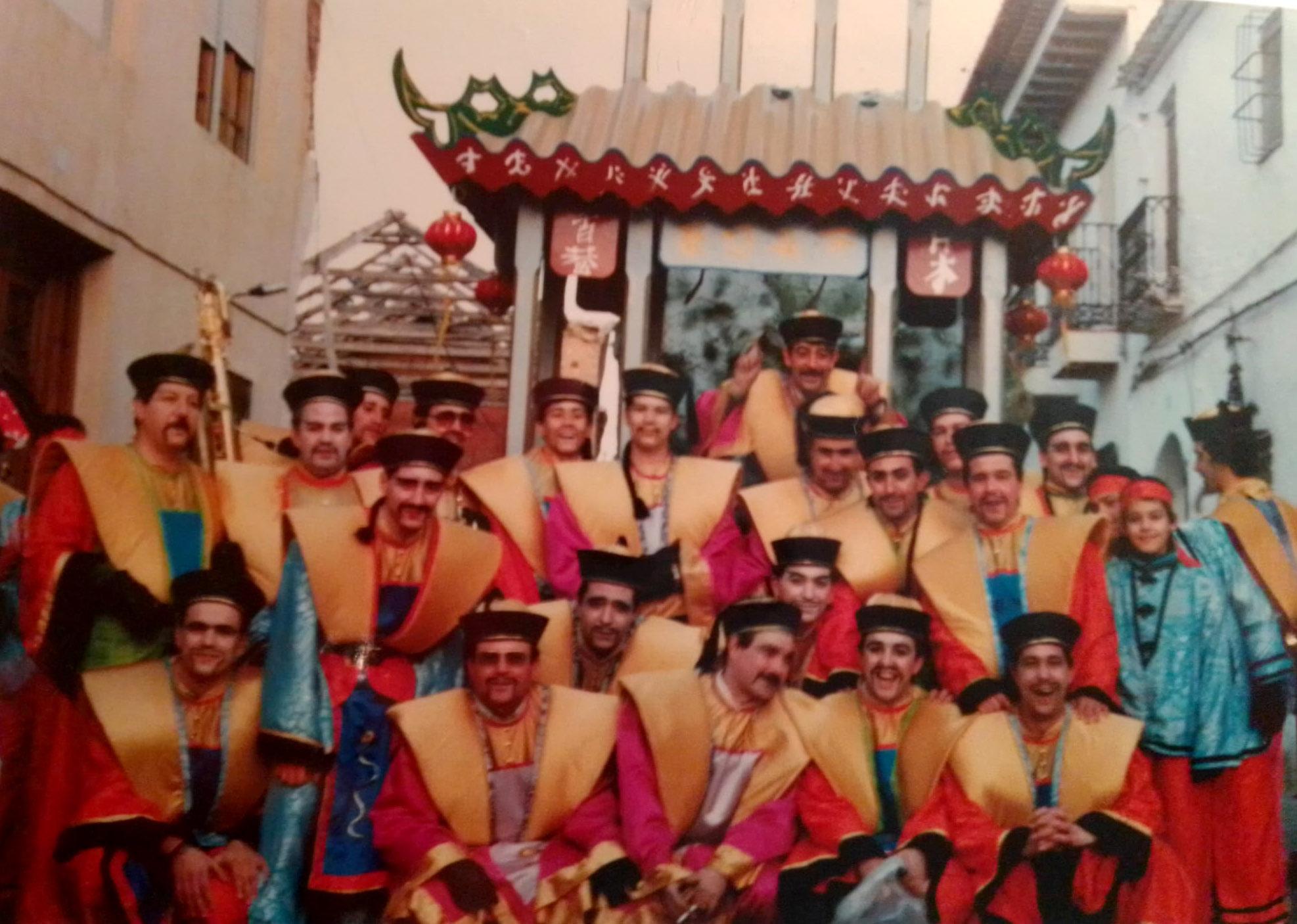 Carnales de 1989, vestidos de chinos.