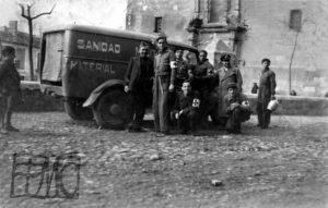 Ambulancia en la plaza de Santa Quiteria. Años 30.