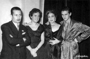 Luisa Alberca junto a  Guillermo Sautier Casaseca, María Fernanda Ladrón de Guevera y su hijo Carlos Larrañaga tras el estreno de La Segunda Esposa