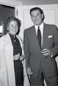 Junto al popular actor cinematográfico Errol Flynn