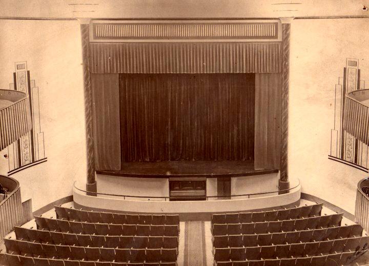 Interior del cine Crisfel principios del siglo XX